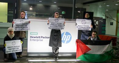 BDS Austria protestiert vor der österreichischen HP-Zentrale
